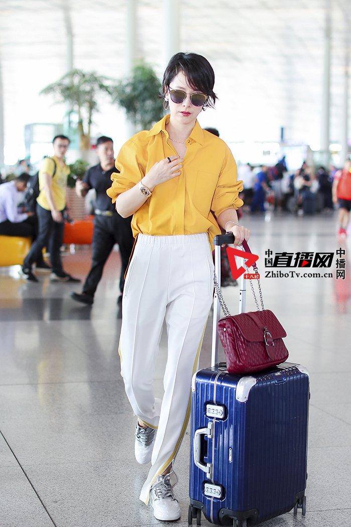 海清明丽造型现身 演绎初秋机场in时尚