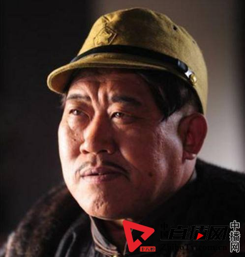 中央美院出身的陈奕天表演魔术,王岳伦做导演,他经常演汉奸