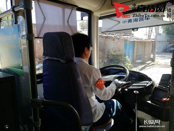 """重庆公交车坠江引发社会关注 如何保护公交司机的""""方向盘""""?"""