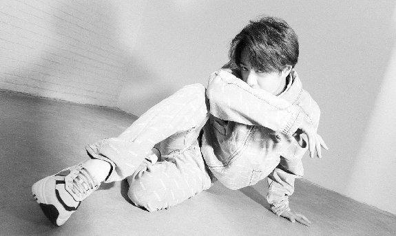 95后人气偶像王一博受邀登《VOGUE ME》四月刊