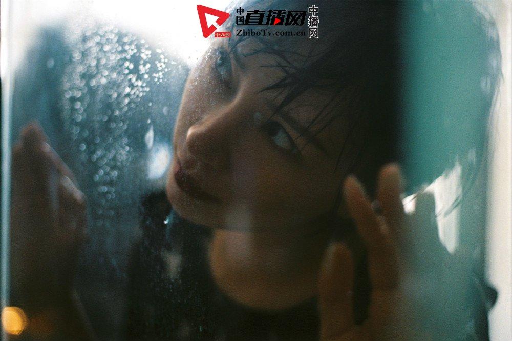 演员杨舒婷曝胶片风写真  完美诠释优雅复古女性