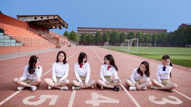 北京:又到一年毕业季 毕业生拍创意毕